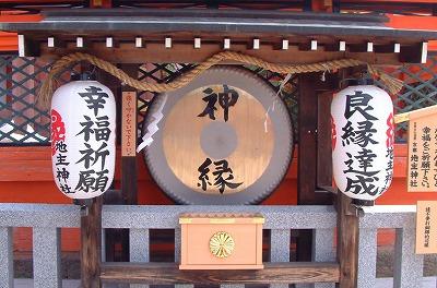 s img sub 1 - 恋占いができる神社!本当に当たるの?大人気の京都地主神社の恋占いの石とは?